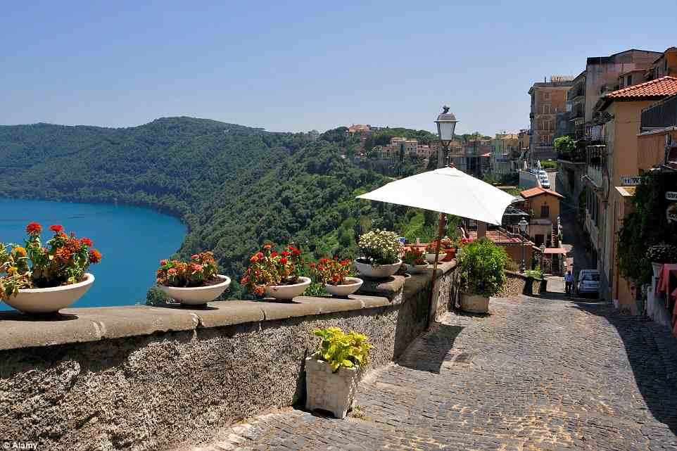 المسافة بين بحيرة ألبانو Lake Albano والعاصمة روما ROME