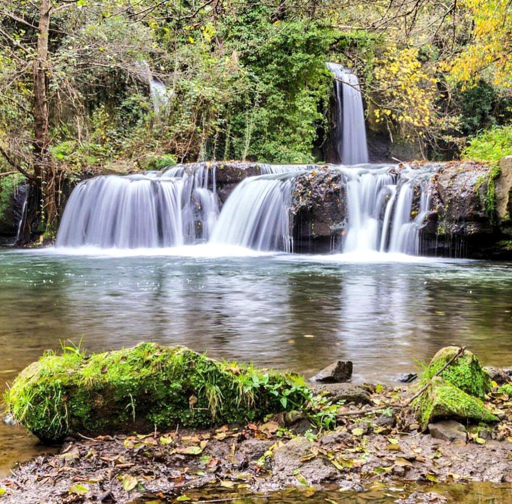 المسافة بين شلالات مونته جيلاتو Waterfalls Of Monte Gleto وروما ROME