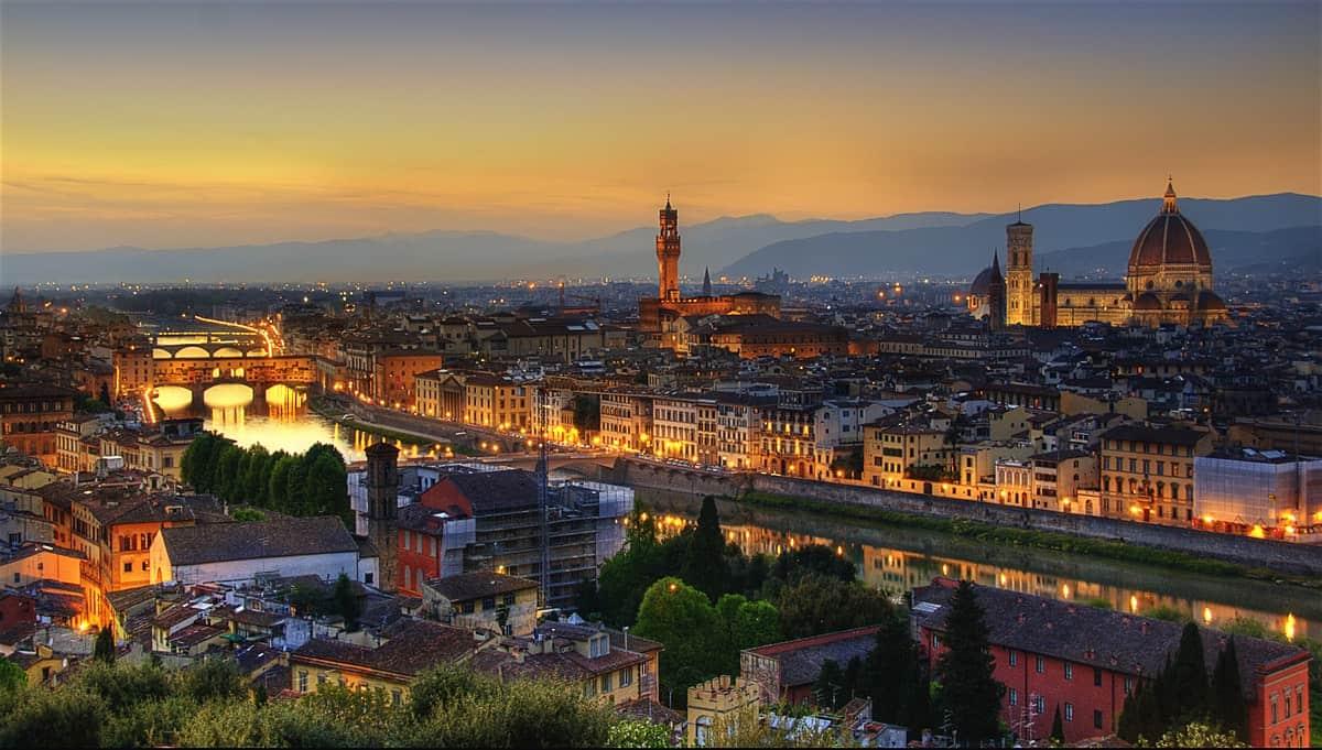 أين تقع مدينة فلورنس؟ وكم تبعد عن ميلانو؟