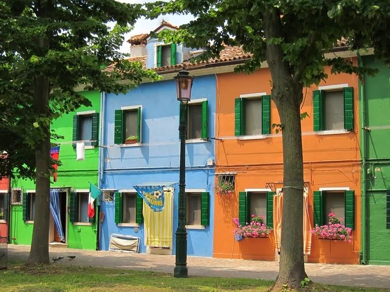 بيوت جزيرة بورانو الملونة