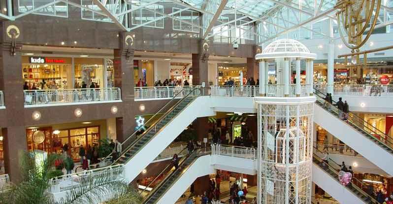 المسافة بين مول أريزو Mall of Arise وبين ميلانو