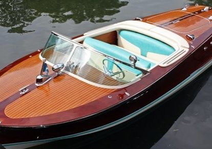 11824-vintage-riva-ariston-displayed-at-london-boat-show